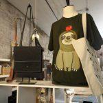 J+B Design にて販売中のナマケモノTシャツ
